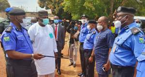 #EndSARS Protest: Gov. Ugwuanyi Engages Police Officers in Enugu