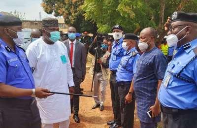 #EndSARS Protest: Gov. Ugwuanyi Engages Police Officers in Enugu