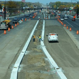 Cedar Avenue is very wide now, able to maintain a 2+1+2 configuration even with half the road surface under construction.