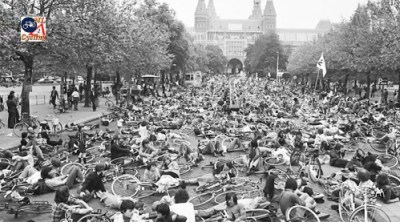 """""""Stop de Kindermoord"""" (""""Stop the Child Murder"""") protests in Amsterdam. (Photo: BicycleDutch)"""