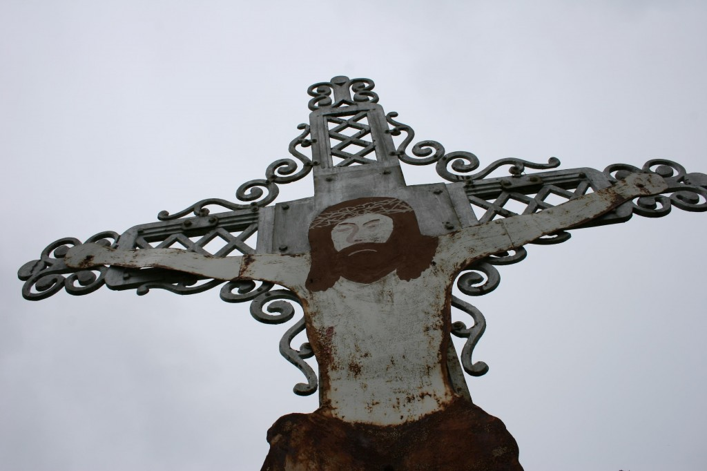 Folk art in the Trebon Cemetery honors Christ and the deceased.