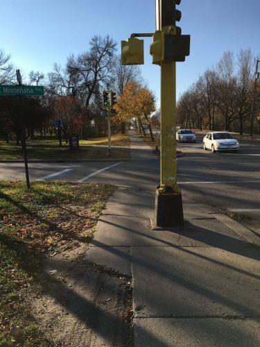 Narrow sidewalk alert