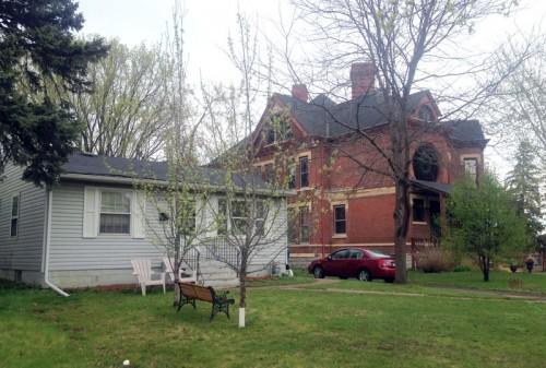 Juxta-houses in Saint Paul