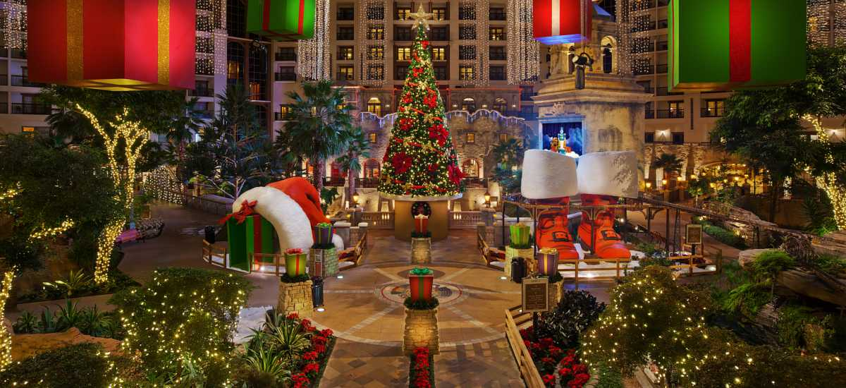 Tis The Season 7 Holiday Date Ideas In Dallas Fort Worth