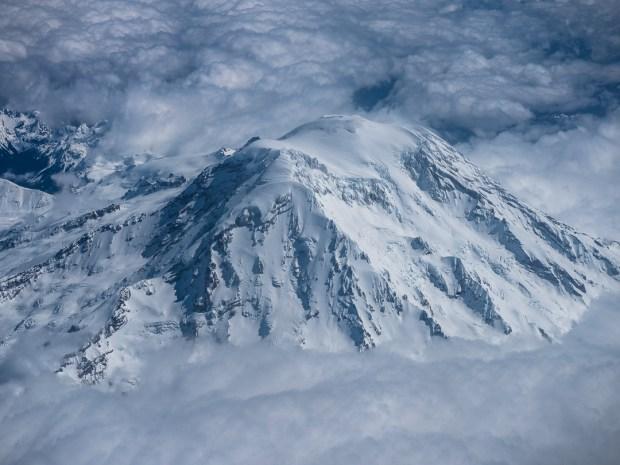 Mount Rainier from the air02