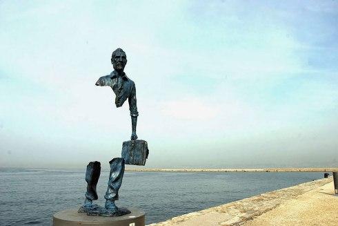 Statue Les Voyageurs Marseilles