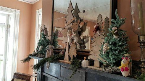 keeping-christmas-mice-mantle