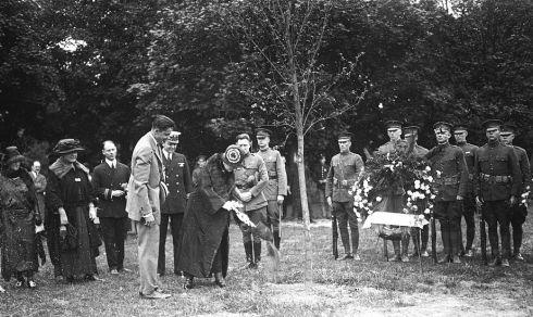 Tree Planting 1923 Mrs Harding LOC