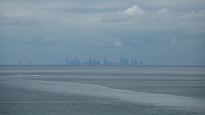 English: Melbourne as seen across Port Phillip...