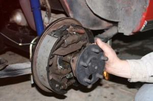16.The axles shafts were slid inside the tubes, making sure each axle engages the center section.