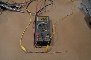 03.By moving the test clamp to the middle of the series, we get 45 ohms, which should read at the half-full mark.