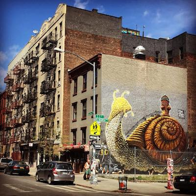 Grafiti de Caracol en Bedford Avenue en Williamsburg