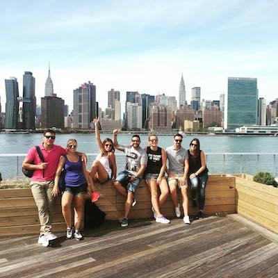 Tour de contrastes con vistas de skyline en Gantry State Park en Queens