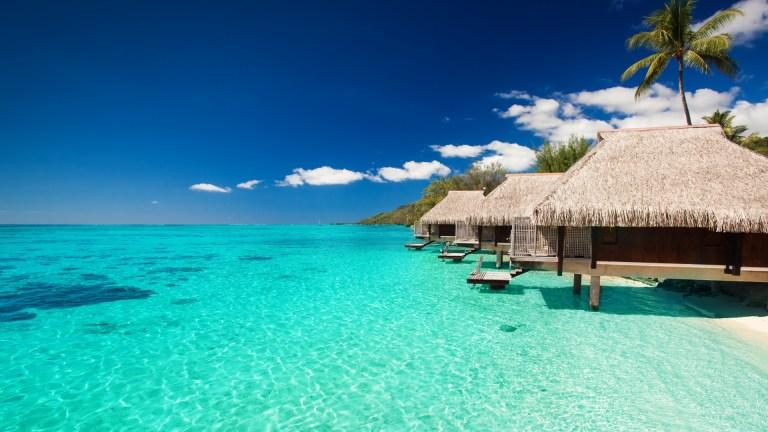 maldives_tropical_bungalows_sky_90627_1920x1080.jpg