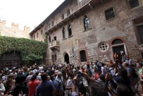 Verona – stille Romantik unter Julias Balkon (im 20. Jhd. angebauter, alter Sarkophag)