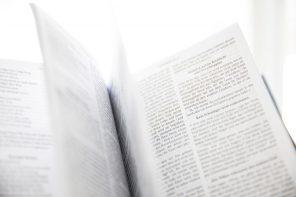 bibel-buch-buchseiten-954198