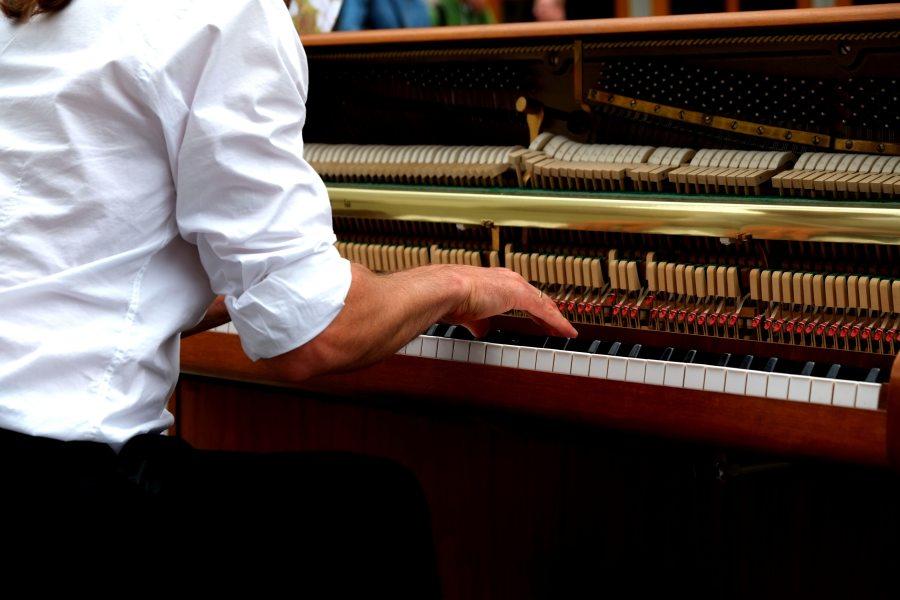 hand-hande-klavier-210907