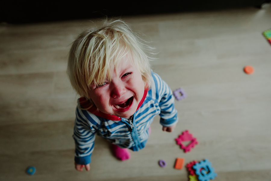 5 effective tips to help you deal with public tantrums- Simple tips to implement when your kids are not listening to you and are throwing a public tantrum.