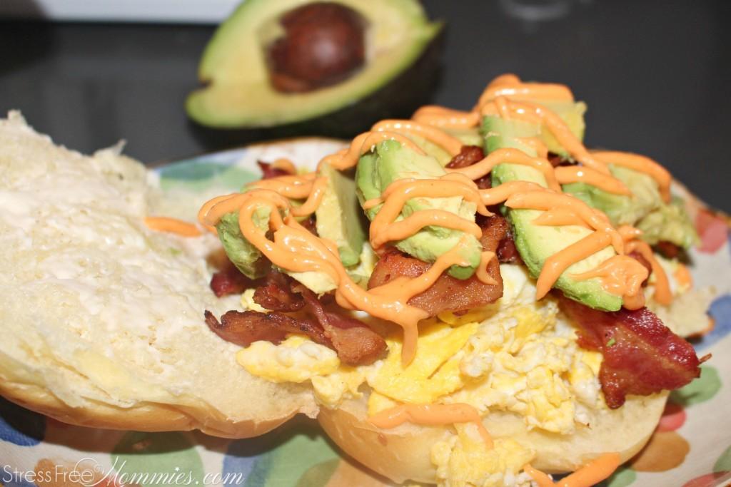 breakfast sandwich with mayo sriracha