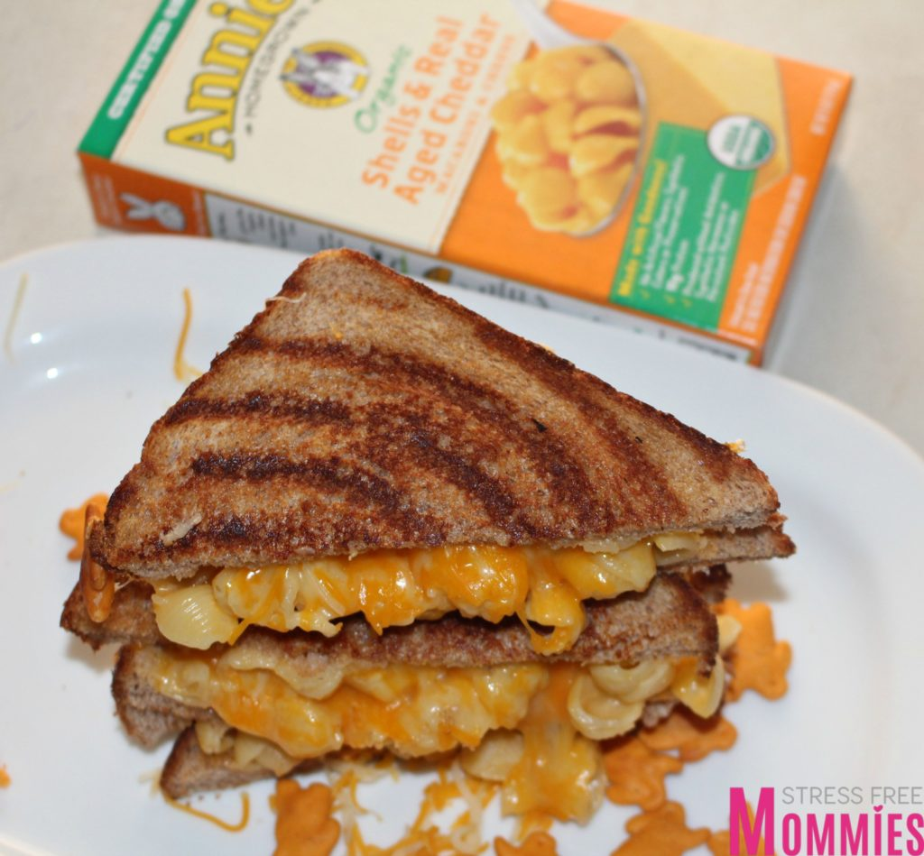 deliciously addicting grilled cheese mac and cheese! Turn your boring grilled cheese into a fun and unexpected treat! I promise you're going to love it :)