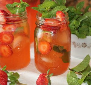 Easy and refreshing strawberry mojito