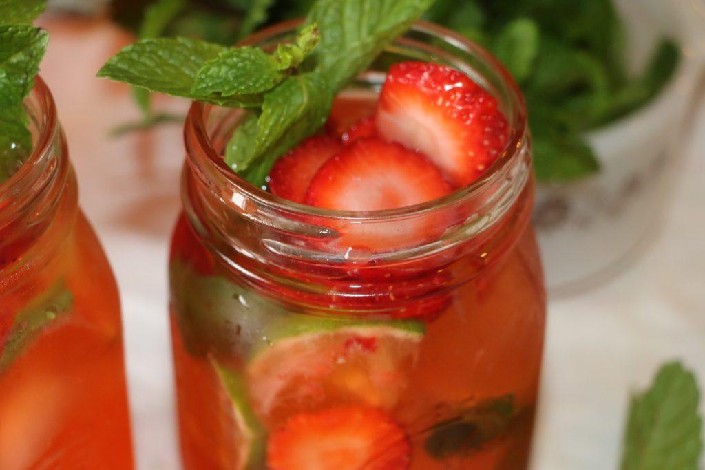 Easy and refreshing strawberry mojito