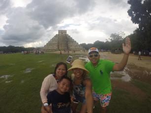 Met this amazing filipino family in my yucatan, chicken itza tour