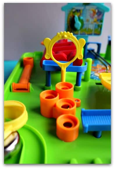 Screwball Scramble is bright, easy to set up and fun to play