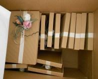Coperchi delle scatole già decorati.