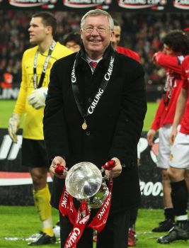 Alex-Ferguson-poses-with-the-Carling-Cup-trophy