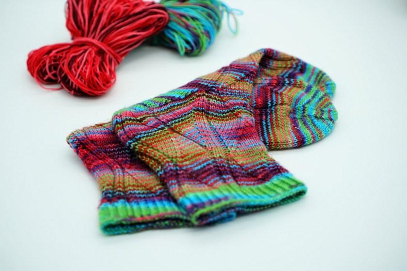 Stricken Socken gestrickte Socken Muster Gundel aus Wollresten von strickabenteuer.de