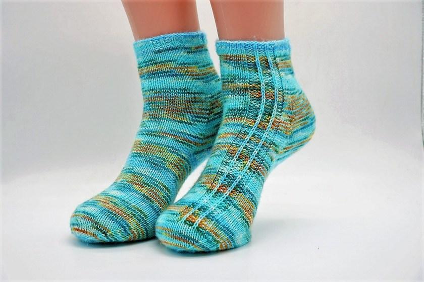 Stricken Socken aus Wollreste happyscrappysocks mit Halbpatenmuster von strickabenteuer.de