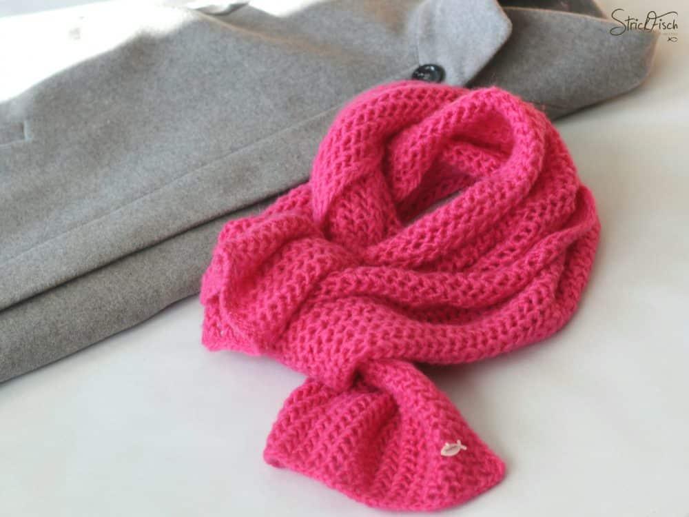 Pinker Strick-Schal, farbenfroh durch kalte Tage