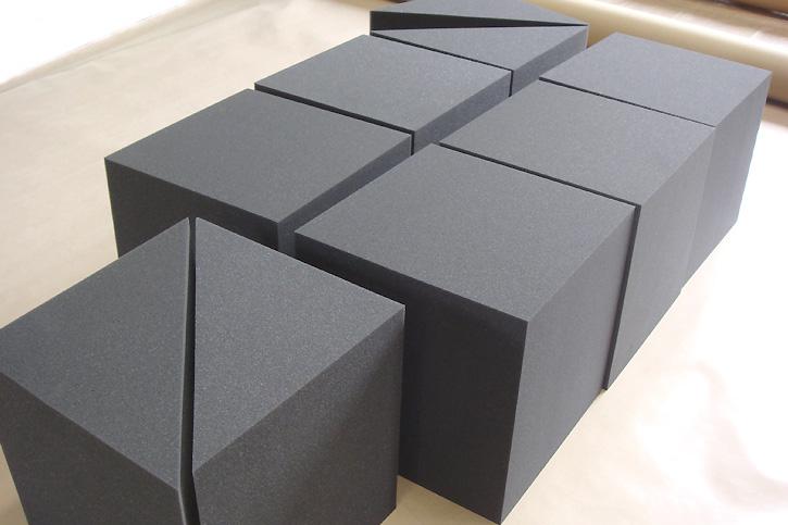 立方体に大きく加工したウレタンブロック・スポンジブロックを小売り販売