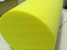 スポンジの塊、ウレタンの塊を円柱形に加工