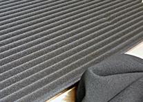 ダッシュボードの滑り止めや、がたつき防止にも効果のあるゴムスポンジ素材