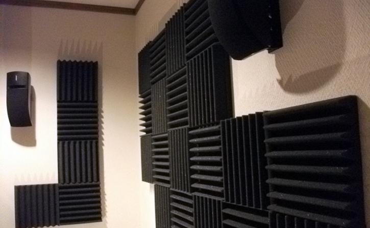 無響室や防音室、防音ルームなどの制作に使える壁に貼る吸音材