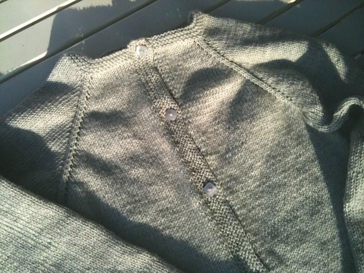 Cardigan strikket med raglan
