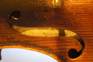 Violin label close up through f hole