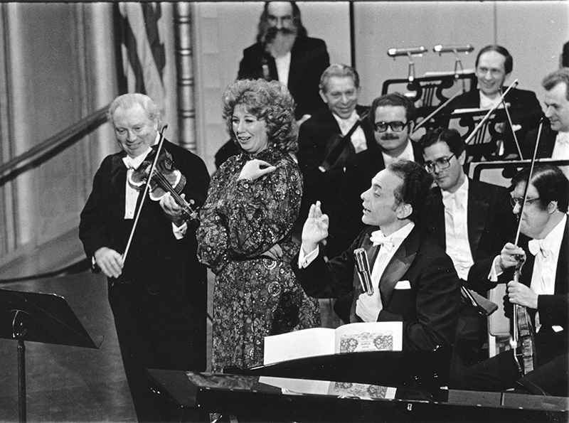 The Cleveland Orchestra's 60th Anniversary Concert in 1978. From left to right: Isaac Stern, Beverly Sills, and Lorin Maazel. Photo by Peter Hastings, courtesy of The Cleveland Orchestra Archives.