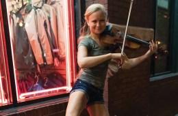 Fiddler Hillary Klug busking in Nashville