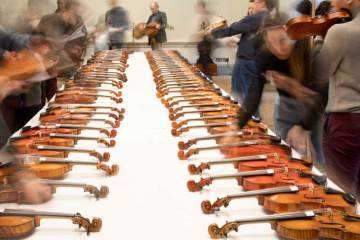 violin_table_Courtesy-of-Tarisio