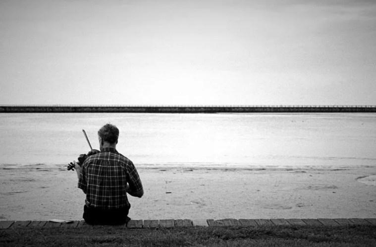 beach violinist