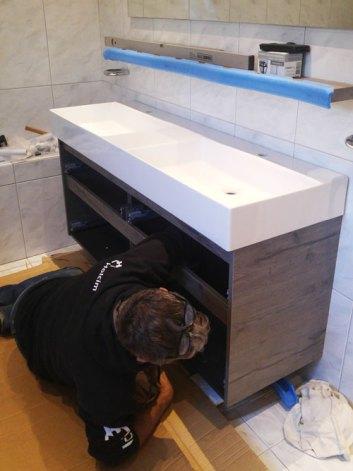 Nieuwe wastafel in de badkamer