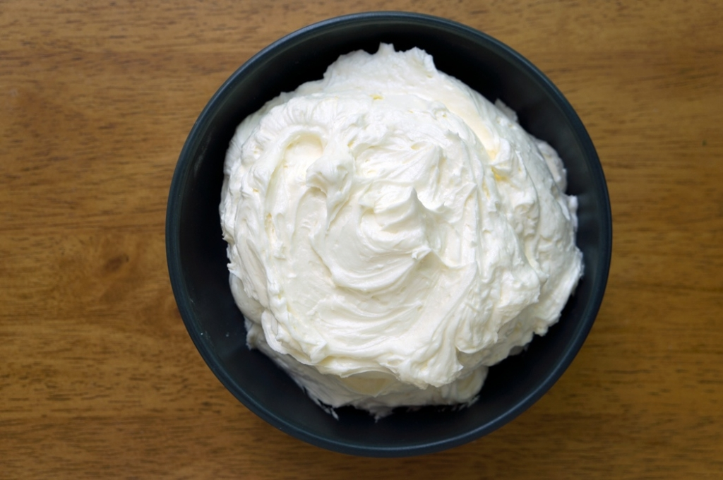 american buttercream, buttercream, frosting, vanilla, powdered sugar