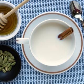 milk with cardamom and honey recipe