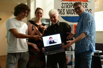 Jonathan van Engelen (vertegenwoordigde Margreet de Heer), Maaike Hartjes, Robert van der Kroft en Pieter Hogenbirk bij de presentatie van de Stripmaker des Vaderlands.