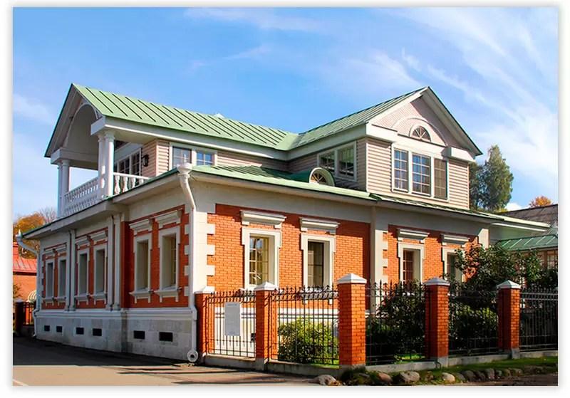 дом с классическим мезонином