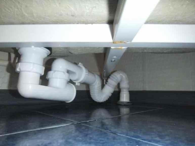 Подсоединение поддона к канализации