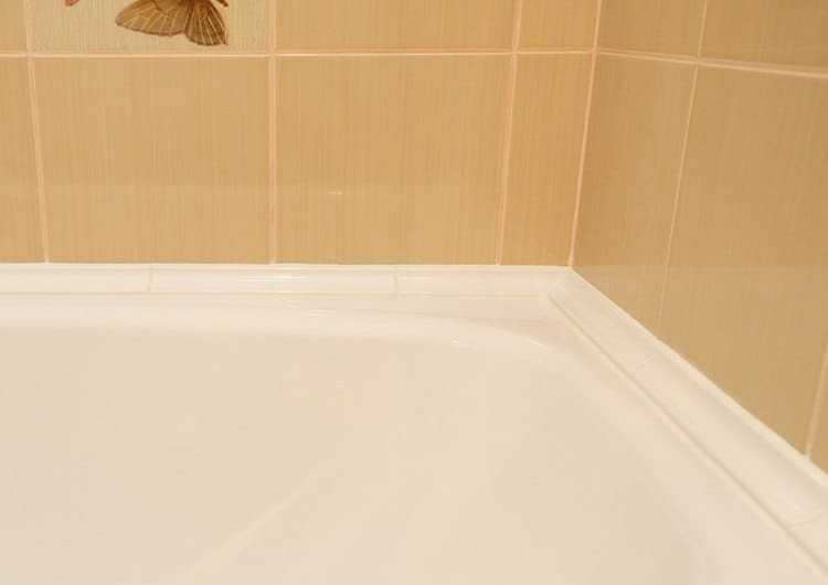 Как приклеить керамический или пластиковый бордюр на ванну